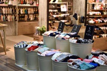 也有很多卖袜子的商店