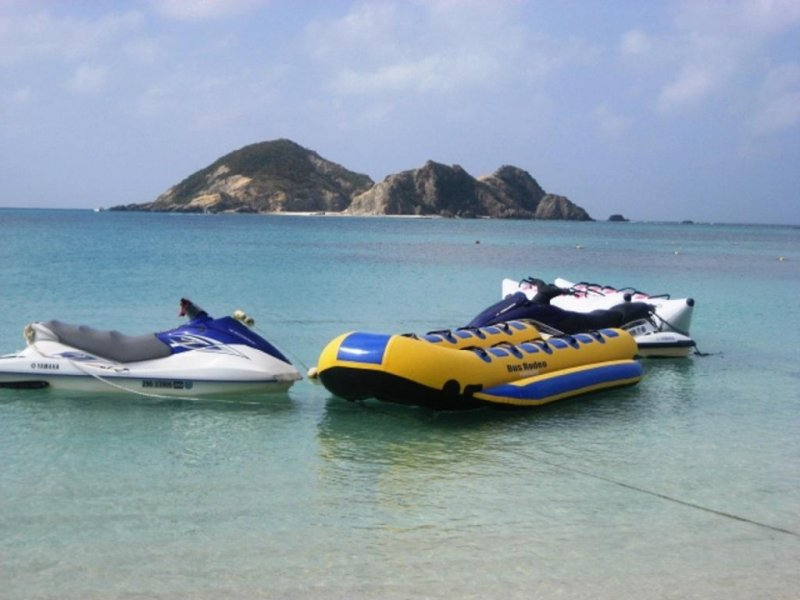 Banana boat and glass bottom boat tours