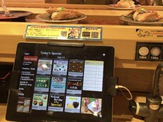 Pour ceux qui sont assis à table il est possible de faire des commandes à l'aide d'un petit écran