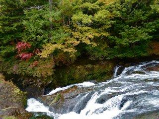 L'air froid amène un automne précoce dans la région de Ryuzu-no-taki