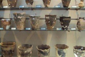 Jōmon era pottery.