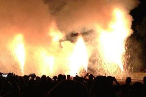 Lines of fire. Toyohashi Tezutsu Fireworks