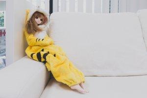 Muñeca en un outfit de Tora Kigurumi.