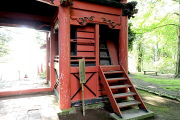 Way inside the gate
