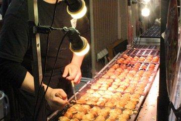 Up to 100 takoyaki in the making
