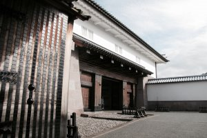 The impressive Ishikawa-mon gate