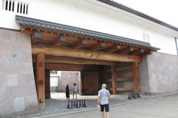 The Kahoku-mon gate