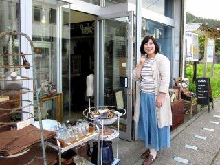 Pemilik toko antik yang ramah di Nikko