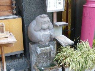 Hình như chỗ nào tôi cũng thấy bức tượng này