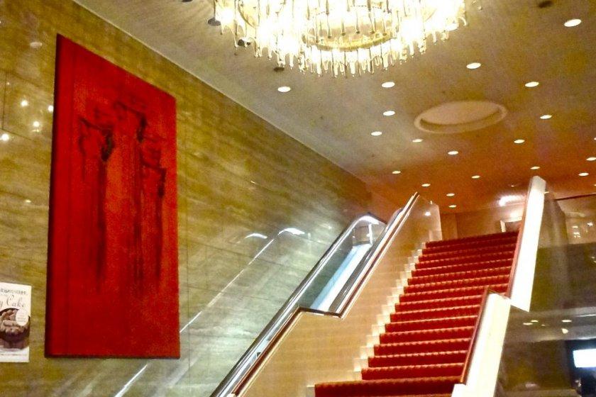 Le hall principal de l\'hôtel