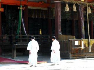 Có rất nhiều hoạt động diễn ra tại đền Yasaka vào ngày Chủ Nhật