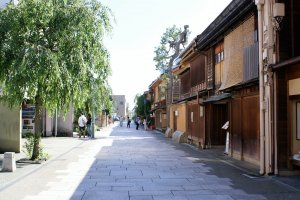 Myoryu-ji is just a short walk from Kanazawa's Nishi-Chaya district
