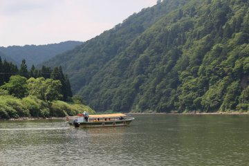 Boatride down the Mogami River