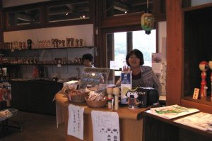Kokeshi shop suggests the works by local artists