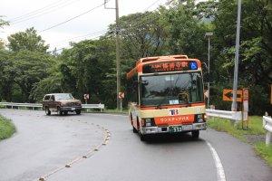 Le bus qui effectue le transport jusqu'à l'arrêt Mizutare