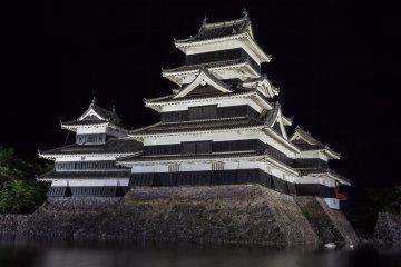 قلعة ماتسوموتو الخلابة