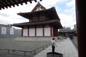 Side view of Shitennoji temple