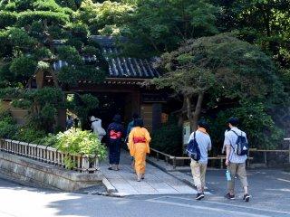 Turis tetap ramai berkunjung di hari biasa
