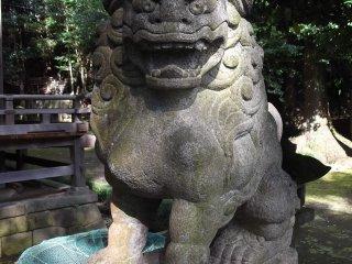 Salah satu singa penjaga