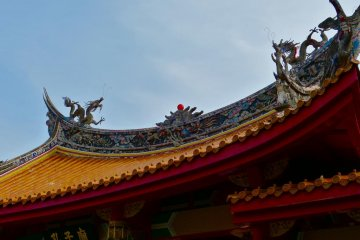 The roof of the gate