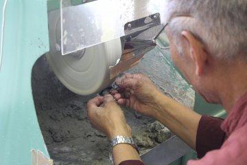 Polishing the glasses key chain