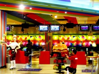 Immerse yourself in the dreamworld that is the bowling alley at Norbesa Susukino Sapporo