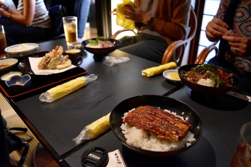 Almuerzo de Anguila Donburi en el Restauran Tenyoi