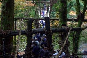 L'automne est la période de l'année la plus populaire pour se rendre à cet endroit, et les queues de visiteurs s'alongent