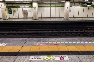 Dấu hiệu dành riêng cho phụ nữ trên sân ga