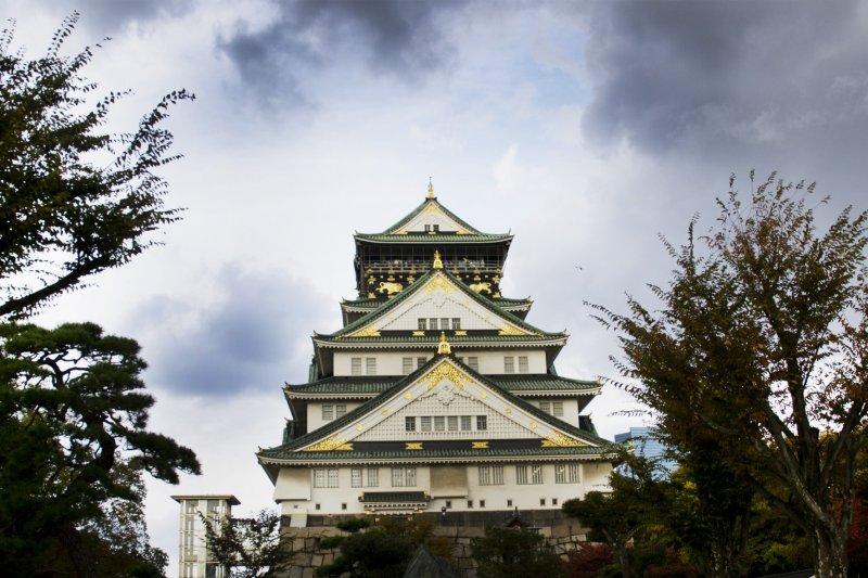 A glimpse of the Castle