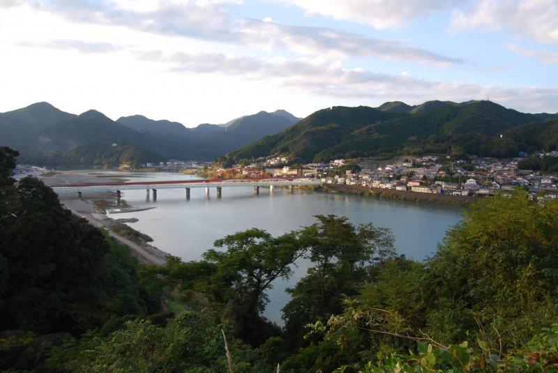 Beautiful setting of Shingu City