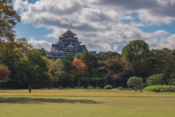 A view of Okayama Castle from within the garden