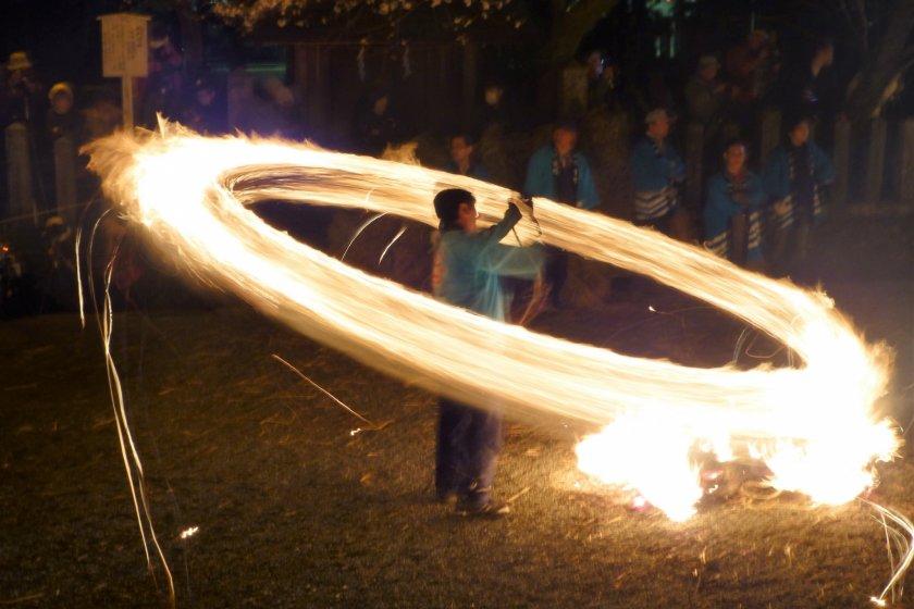 Fire swinging ritual at Hifuri Shinji