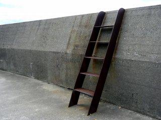 Une échelle donnant accès à la digue