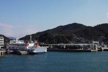 미야노우라의 페리 항구