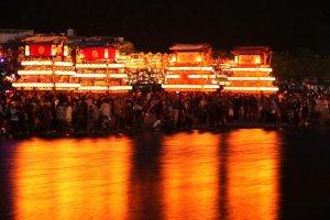 Puncak Festival Saijo di samping Sungai Kamo