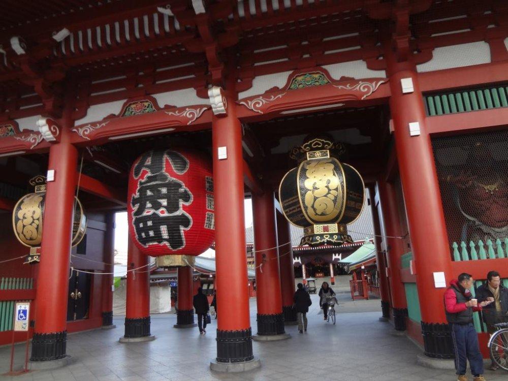 Senso-ji là một trong những ngôi đền nổi tiếng nhất ở Nhật Bản