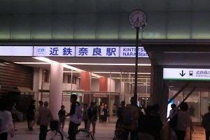 Lối vào ga Kintetsu Nara