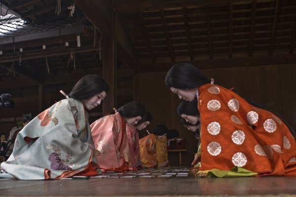 Women dressed in Juni-hitoe play Karuta game