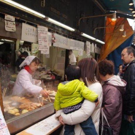 日本のB級グルメを砂町銀座商店街で食べ歩こう