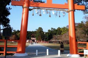 ประตูโทริของศาลเจ้าคะมิคะโมะ