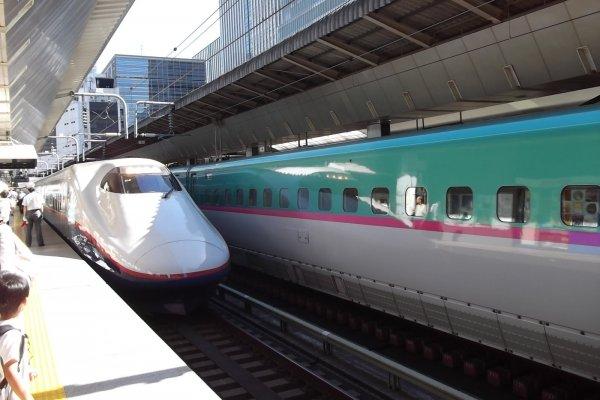 استعمل بطاقة السكك الحديدية اليابانية لركوب قطارات كهذه