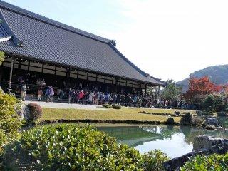 วัดเท็นริวจิ (Tenryuji) เป็นวัดสำคัญอะระชิยะมะของเกียวโต และเป็นวัดที่ได้รับการยกย่องเป็นมรกดโลกจากองค์กรยูเนสโก