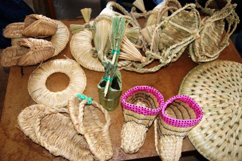 A range of wara rice straw items on display in Saito-san\'s studio
