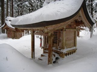 Small temples where pilgrims would say their prayers but in winter not many venture out here