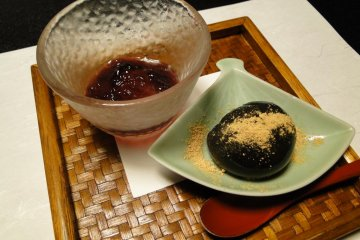 Sesame mochi with fresh grape jelly