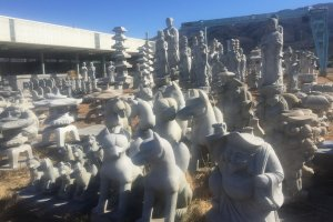 Many different types of statues are made in Makabe