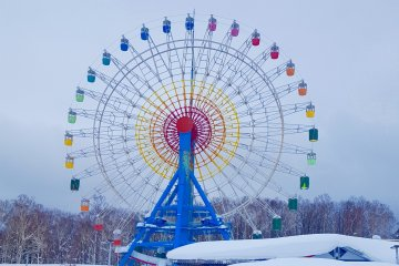 Snowy Ferris Wheel at the Olympia base area.