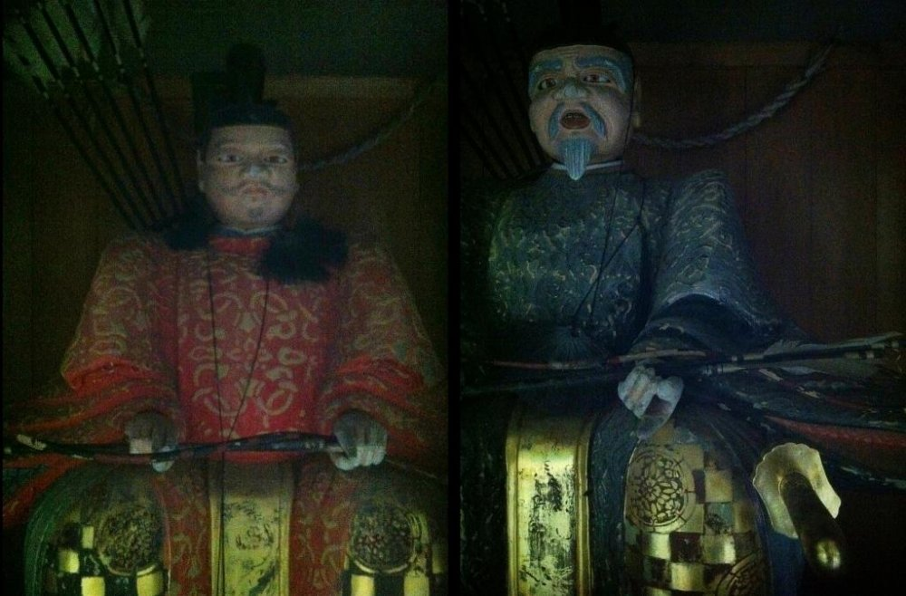 Охранники-лучники притаились в темноте у главных ворот