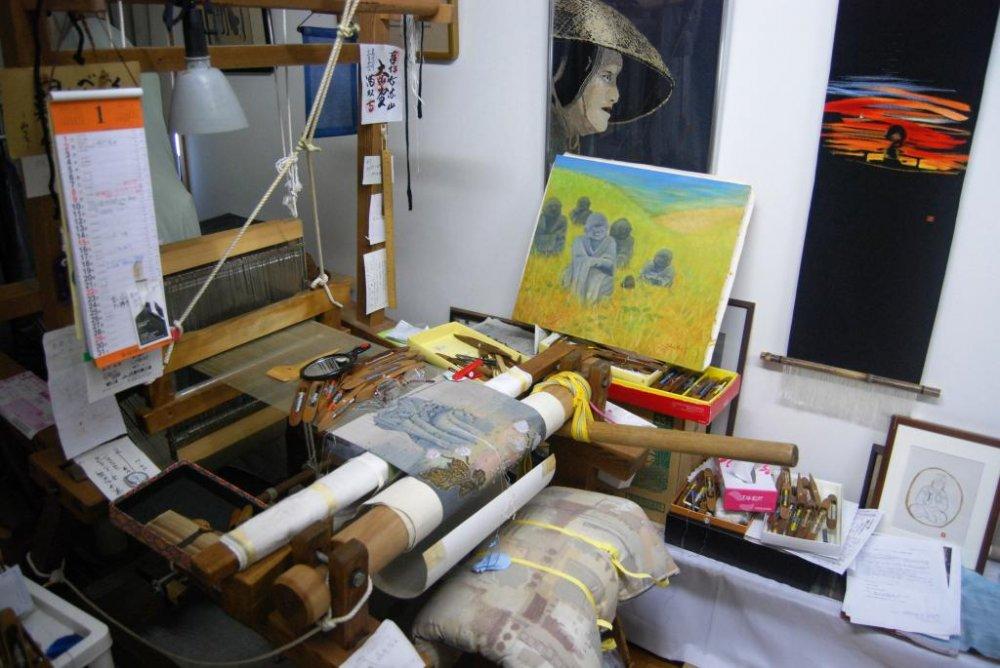 Mengintip studio tenun Ny. Chonan